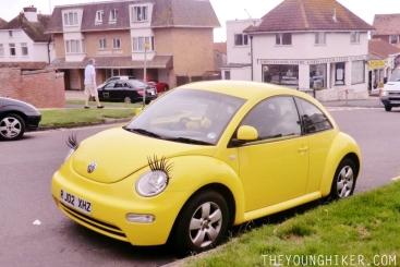 Uno de los coches con pestañas