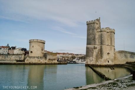 La torre de la cadena (izquierda) y la torre de San Nicolás (derecha)