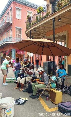 Músicos callejeros tocando Jazz en Royal St