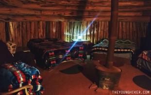 Interior de la casa de barro